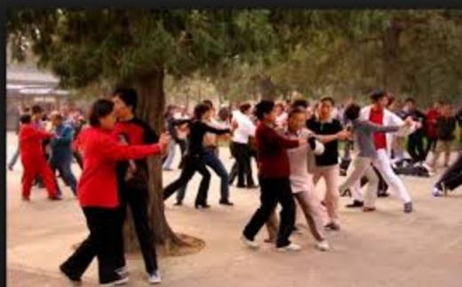 chines-people-dancing