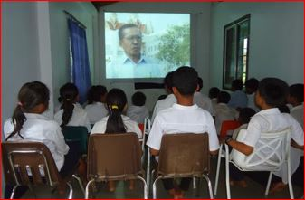 students-watching-screen