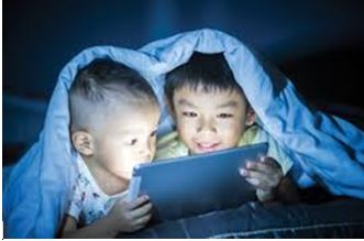 childre-reading-at-night